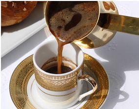 Dit is Turkse koffie. Turkse koffie bestaat al heel lang sinds het Ottomaanse rijk