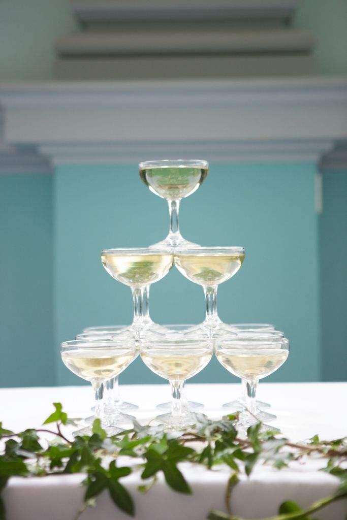 Champagne bowls with ivy decoration