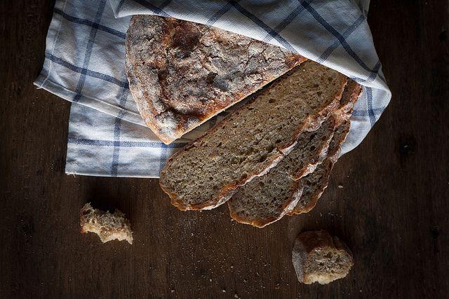 Spelt and Oat Bread   Pão de espelta e aveia by Filipe Lucas Frazão, via Flickr