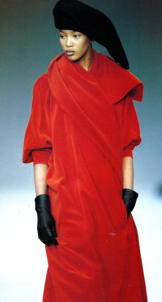 Naomi Campbell in YOHJI YAMAMOTO fall-winter 1987/88.