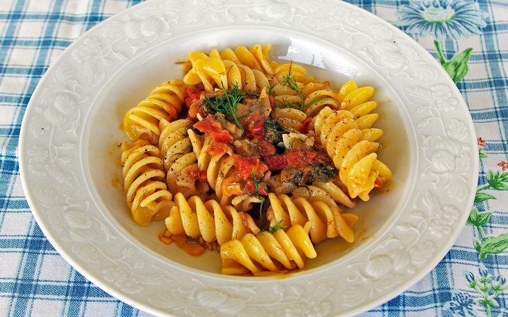 Soslu makarna nasıl yapılır? Patlıcan soslu makarna nasıl yapılır?Tam kıvamında,nefis İtalyan usulü patlıcanlı makarna yapımı için sayfayı ziyaret edebili