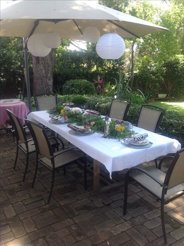 Christmas lunch in the garden