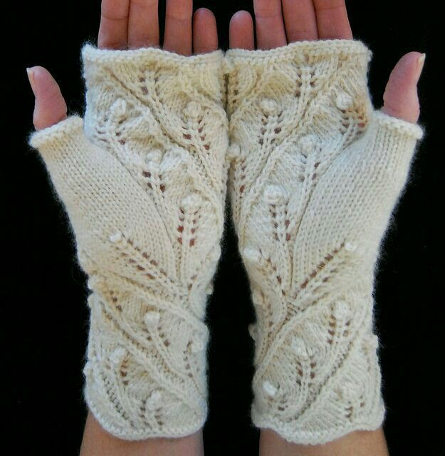 Mitaines fingerless gloves mittens climbing vine and flower bud pattern