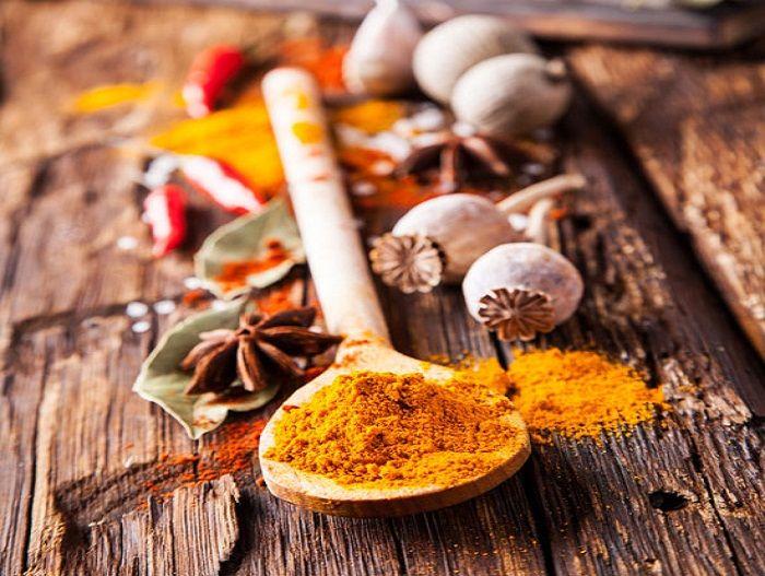 Συνταγές και χρήσεις για να βελτιώσετε την υγιεία σας με κουρκουμά