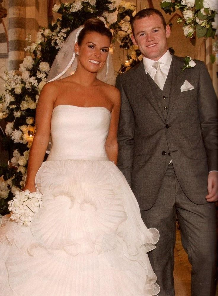 Coleen Rooney always looks beautiful, and boy did she on her wedding day! This plain top strapless bodice, and large skirt works perfectly to flatter her figure.