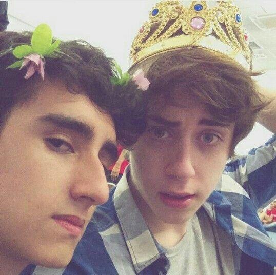 Princesses...  Felps and Cellbit...  ♡