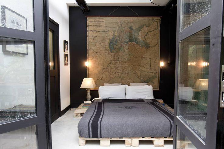 Garage Loft : Eclectische slaapkamers van BRICKS Studio