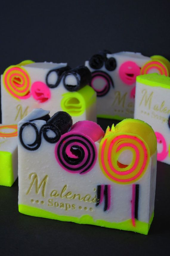 Viva La Juicy Neon Soap. LOVE this! Definitely have to learn how to make neon colored soaps like this!