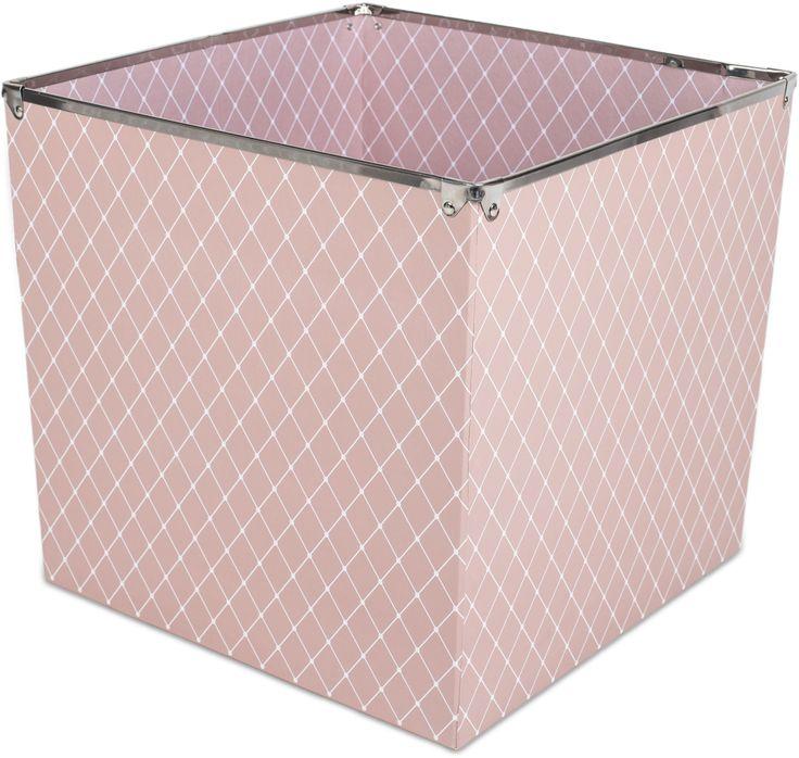 Alice & Fox Förvaringslåda Square Dots, Dusty Rose är en rymlig förvaringsbox i en snygg rosa design som passar perfekt till alla barnrum. Lådan är tillverkad av papp och har metallkanter upptill. <br><br>Mått: L32 x B32 x H30 cm.<br><br>Material: Papp/Metall.<br><br>Färg: Rosa.