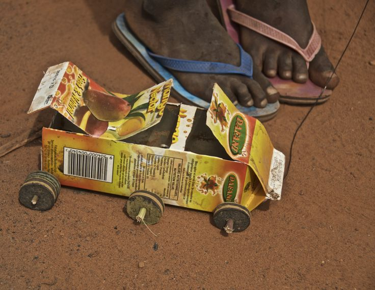Homemade toy car in Burkina Faso (2015)   © Elsbeth Vorstenbosch