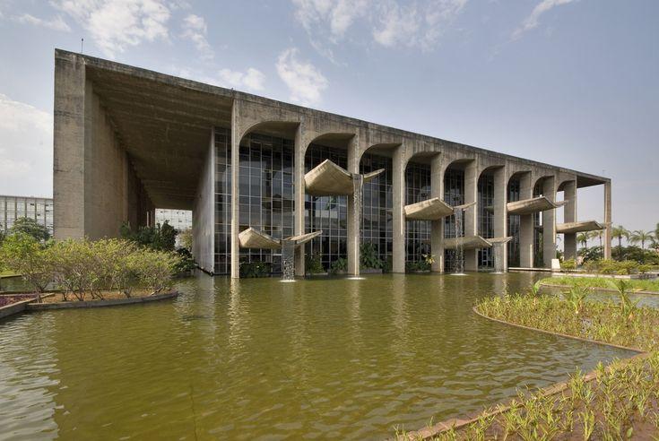 Palacio da Justica em Brasilia. Projeto de Oscar Niemeyer - BLDGSPACE - via farm3.static.flickr.com