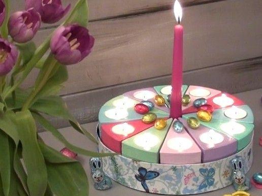 GÂTEAUX EN CARTON Décorez de jolies boîtes en carton en forme de gâteau  pour un mariage, un anniversaire, une décoration de table... Un beau souvenir à offrir pour un événement important de votre vie ou de celle d'un proche. Retrouvez tous les produits utilisés dans ce tutoriel, dans notre boutique