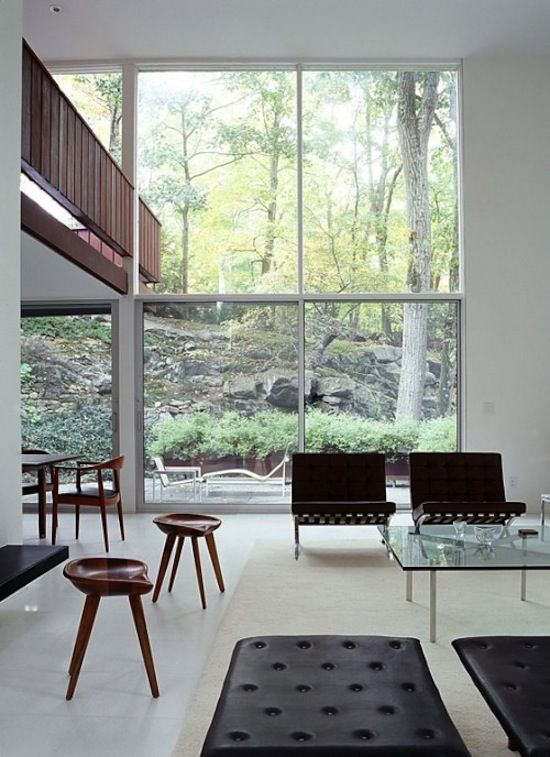 a wall of windows: Mid Century Modern, Modern Living Rooms, Window, Interiors Architecture, Interiors Design, Modern Houses, Modern Interiors, Barcelona Chairs, Modern Home