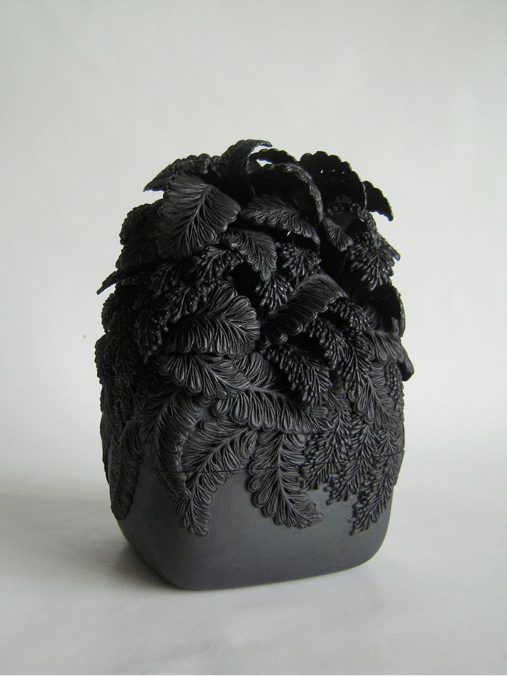 Merging botanical forms from England with the delicate plant shapes from her childhood in Japan, ceramic artist Hitomi Hosono produces delicate layered sculptures that appear as frozen floral arrangements. Often monochromatic, the works are focused on carved detail rather than color—repetition of fo