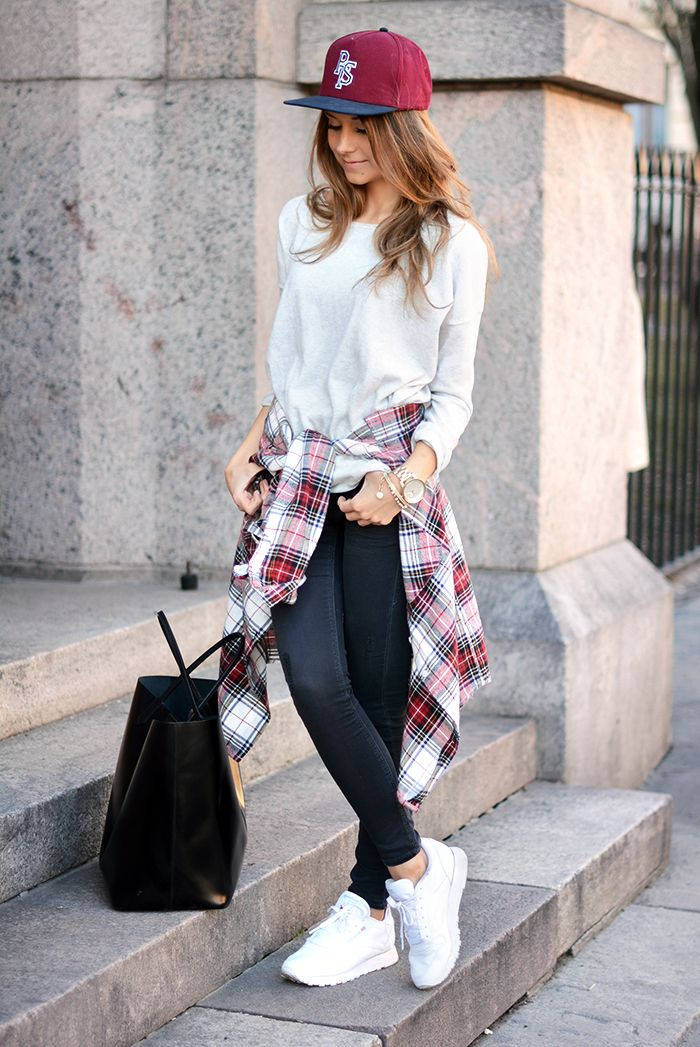 cool outfit with cap and reebook sneakers