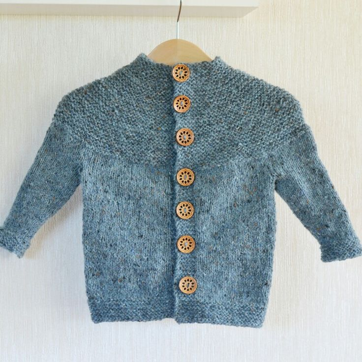 Knitted fall coat.