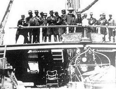 Cubierta de la Corbeta Esmeralda, tripulantes y Benjamín Vicuña Mackenna en el año 1879
