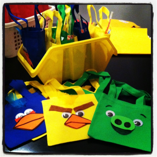 Angry Birds Party Favor Baggies. I bought the bags, the foam, the googley eyes at Dollar Tree!