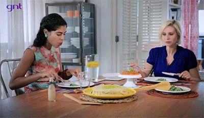 Quando a Paula Burlamaqui provou uma salada de agrião.   As 8 reações mais sinceras dos famosos no programa da Bela Gil