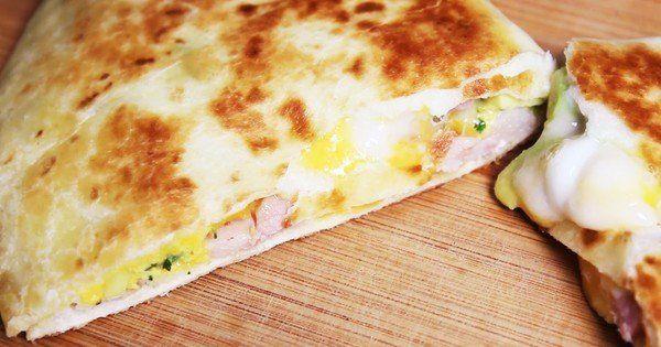 Recette simple et rapide de galettes au fromage, lardons et avocat:voyagez en Espagne avec ces délicieuses quesadillas! Pour les non-connaisseurs, qu'est-ce qu'une quesadilla? I...