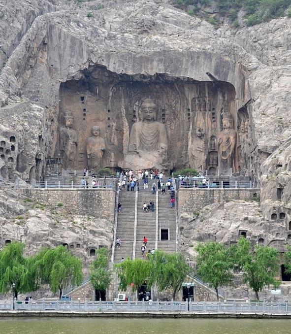 龙门石窟洛阳 (Longmen Grottoes in Luoyang) 河南洛阳, 中华人民共和国  (Luoyang, Henan Province, the People's Republic of China)