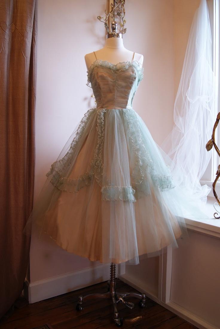 9 best chicvintage images on pinterest fashion vintage for Portland wedding dress shops