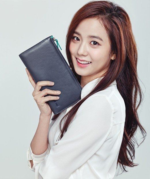 Kim Jisoo from YG's new girl group (that has yet to debut) has become a CF model. Since she hasn't debuted officially yet, viewers are commentingthat she has potential tobecome a CF queen in the future. She will be appearing as Samsonite's femalemodel in their TV commercials whi...