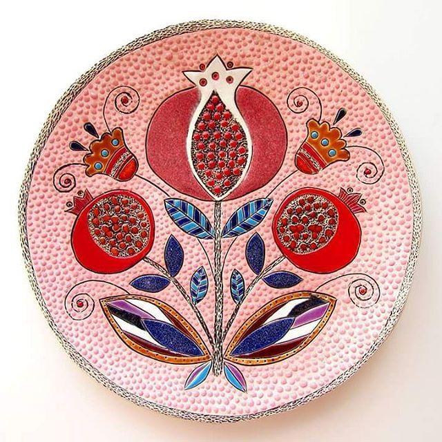 550 отметок «Нравится», 10 комментариев — Ирина Паньковская (@pankovskaya_irina) в Instagram: «#керамикадлядома #керамика#ceramics #decor #handmade #гранат #гранаты»
