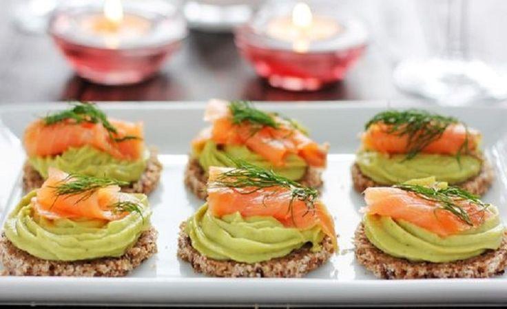 antipasto di avocado e salmone
