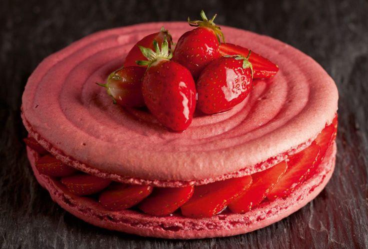 Gâteau macaron à la fraise par l'Ecole de Cuisine Alain Ducasse ! Un délice rose !