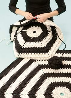 A crochet rug goes mod in monochrome. #DIY