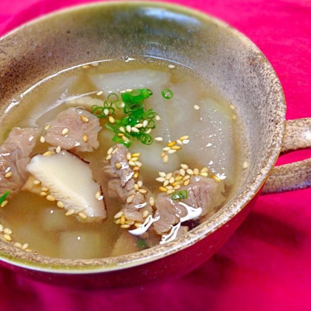 娘が会社で冬瓜を2個もらってきました。 とりあえず1個消費します。 - 27件のもぐもぐ - 冬瓜と牛すじの中華スープ by mayuwo