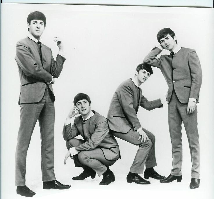 Podemos fazer um passeio pela historia da moda dos anos 60 e 70 , através da evolução e mudança de vestir dos Beatles ,desde da tendência hippie á boémia , são um exemplo da cultura juvenil e uns dos principais ícones da altura.
