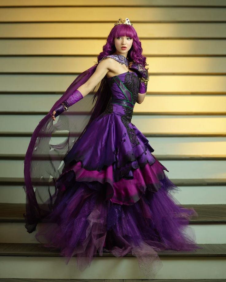 Dove Cameron as Mal in her cotillion gown I seriously love it want it all