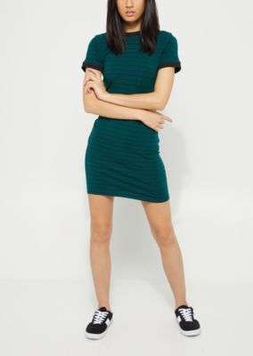 Plan a weekend escape with this casual jersey knit dress! Fashioned with a breezy and relaxed construction, featuring contrasting black trim.