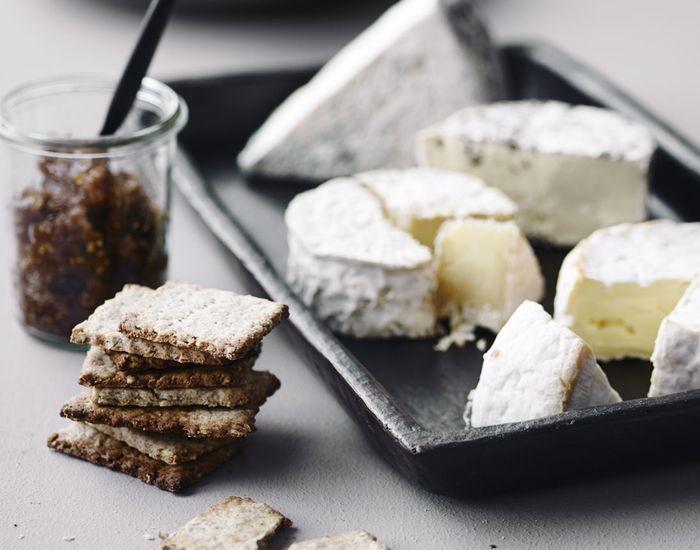 Gedeost er en perfekt at servere som dessert til dine gæster, og så med hjemmelavet figenkompot og rugkiks !