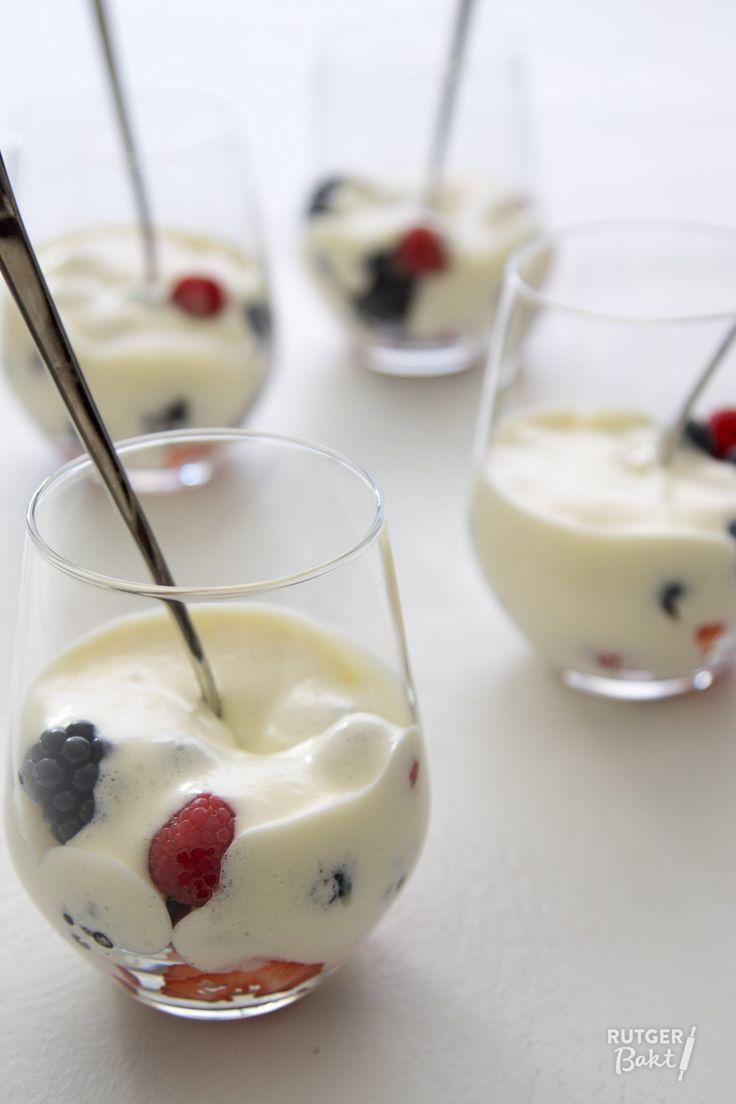 Recept: Sabayon van prosecco met zomerfruit
