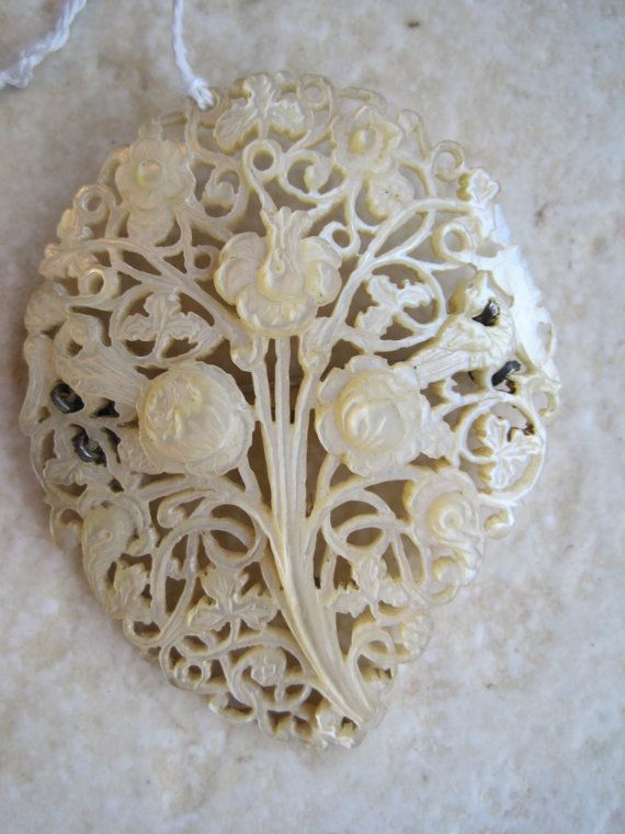 Vintage Mother of Pearl Pendant  Carved MOP Brooch Pin  by Anteeka