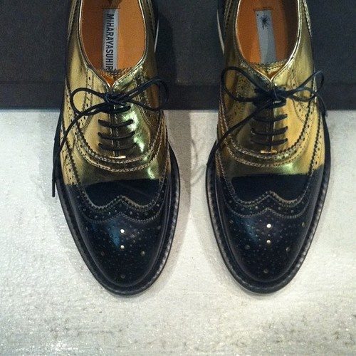 Black and gold men's #brogues #shoes