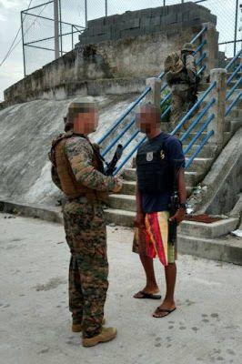 PM trabalha de chinelo bermuda colete e fuzil em UPP na Zona Norte do Rio: ift.tt/2jBbQ1F