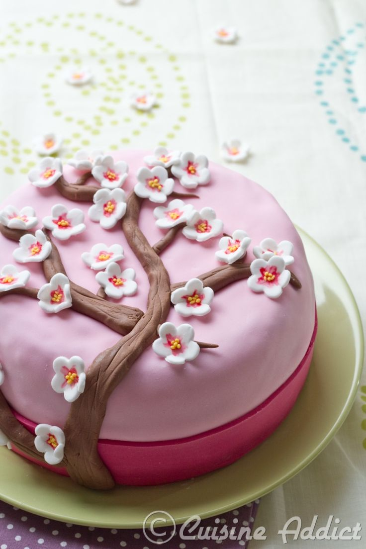 Cherry Blossom Cake, un gâteau pour fêter le printemps! {Thé matcha, Crème au beurre légère à la Rose & Framboises} - Cuisine Addict - Recettes faciles et bluffantes!