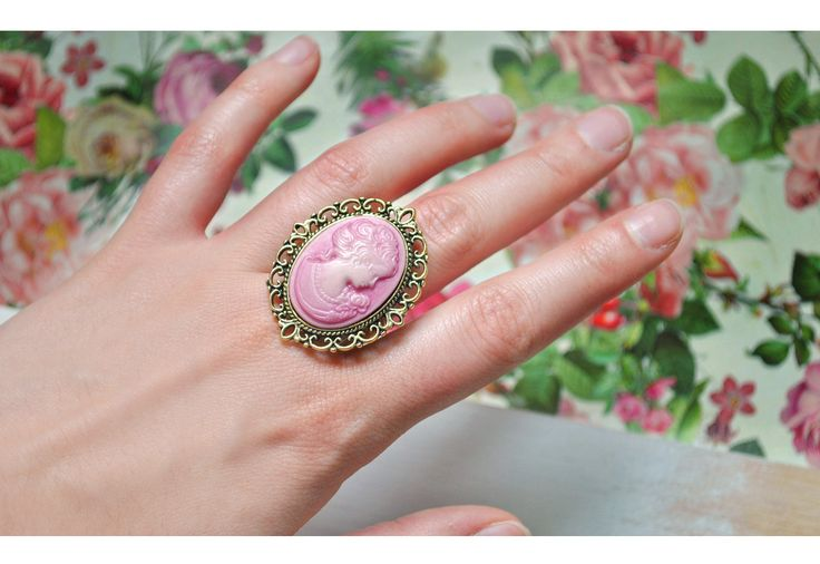 Ring Constanza - pink cameo, adjustable ring, coppery gold / Vintage, victorian, preppy, hipster style by www.sistersactboulevard.com