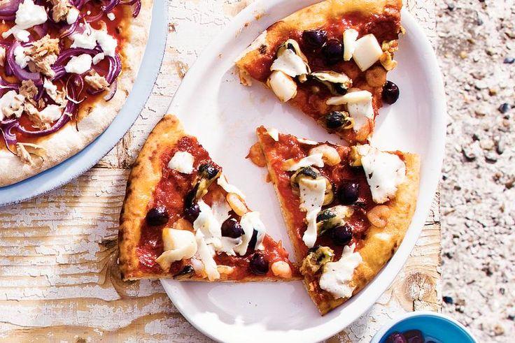 Pizza zeevruchten en olijven - Recept - Allerhande