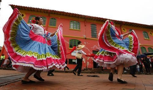 Colombia is a lovely country. From the beauty of Santa Marta, to the history of Bogota to the vibrancy of Cartagena, there's a lot here for every kind of vacation. Here's why you should drop everything and book the next flight to Colombia.