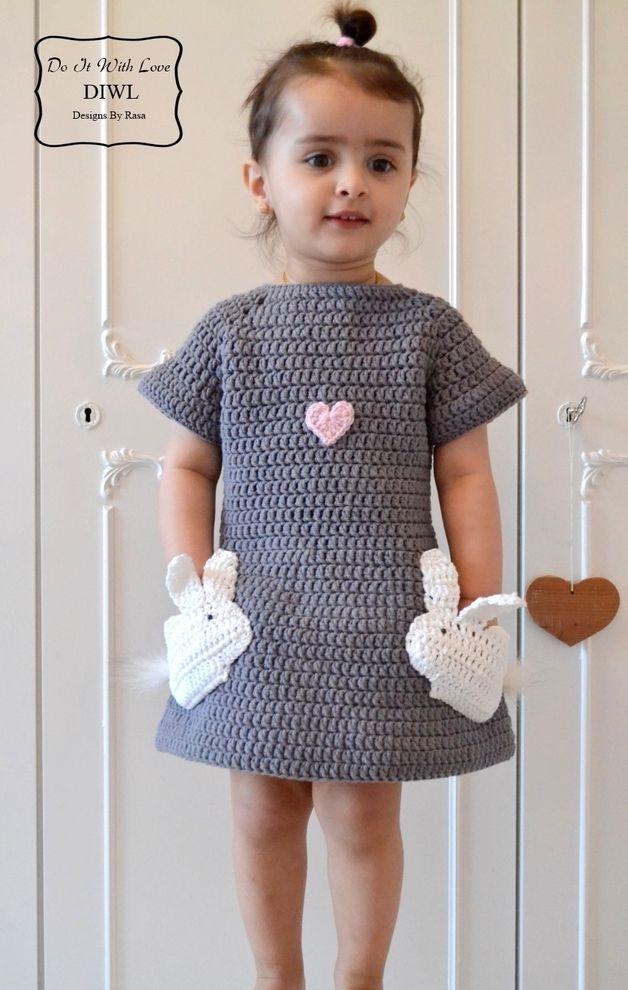 Kinderkleidung: Häkelanleitung für ein graues Minikleid mit zwei verliebten Häschen/  crochet instruction for a cute mini dress with two easter bunnies made by do it with love via DaWanda.com