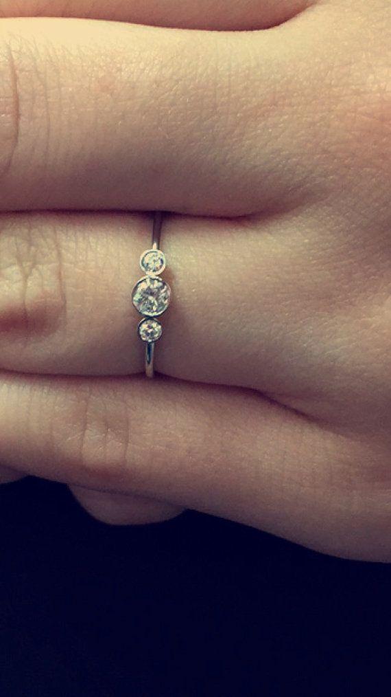 Trois pierres rondes bague de fiançailles diamant taille