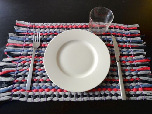 DIY tutorial paso a paso cómo hacer un tapete individual de tiras de tela. Trapillo y telar. Blog TUTEATE