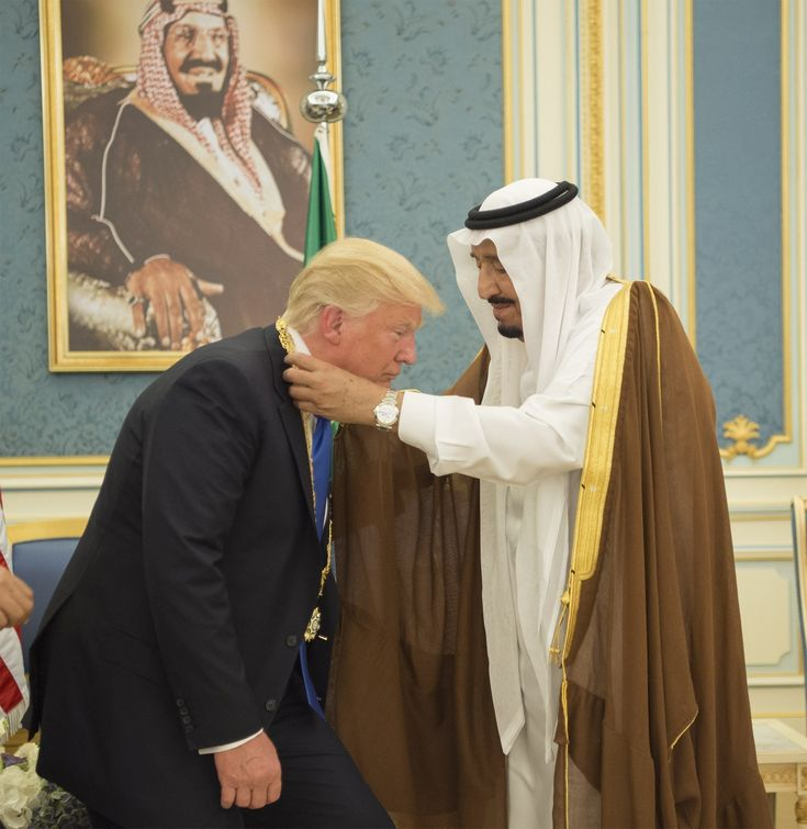 Donald Trump Shows Power Of U.S. By Curtsying For Saudi King | HuffPost