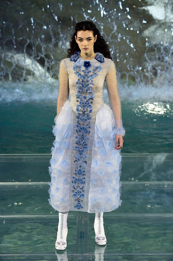 Fendi Модный дом отметил свое 90-летие потрясающим шоу.