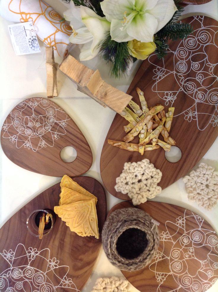 """I """"gioielli"""" di AbruzzoCreativo vassoi in legno per servizio antipasti, in noce canaletto con incisione al laser"""